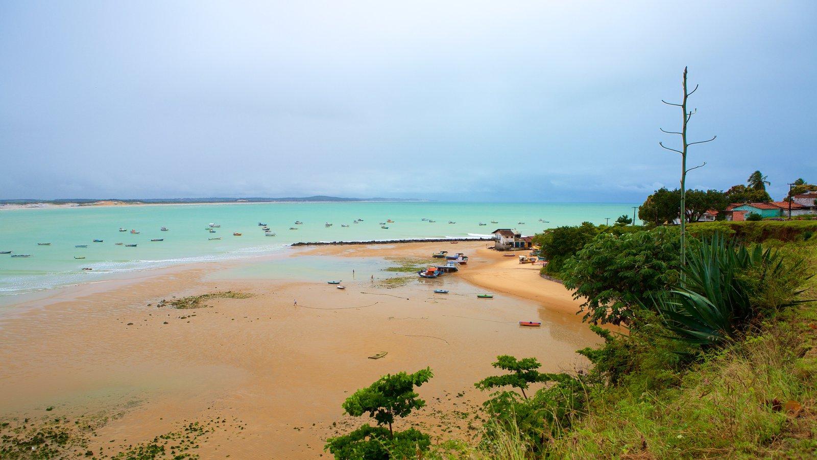 Baía Formosa caracterizando uma praia de areia e uma cidade litorânea