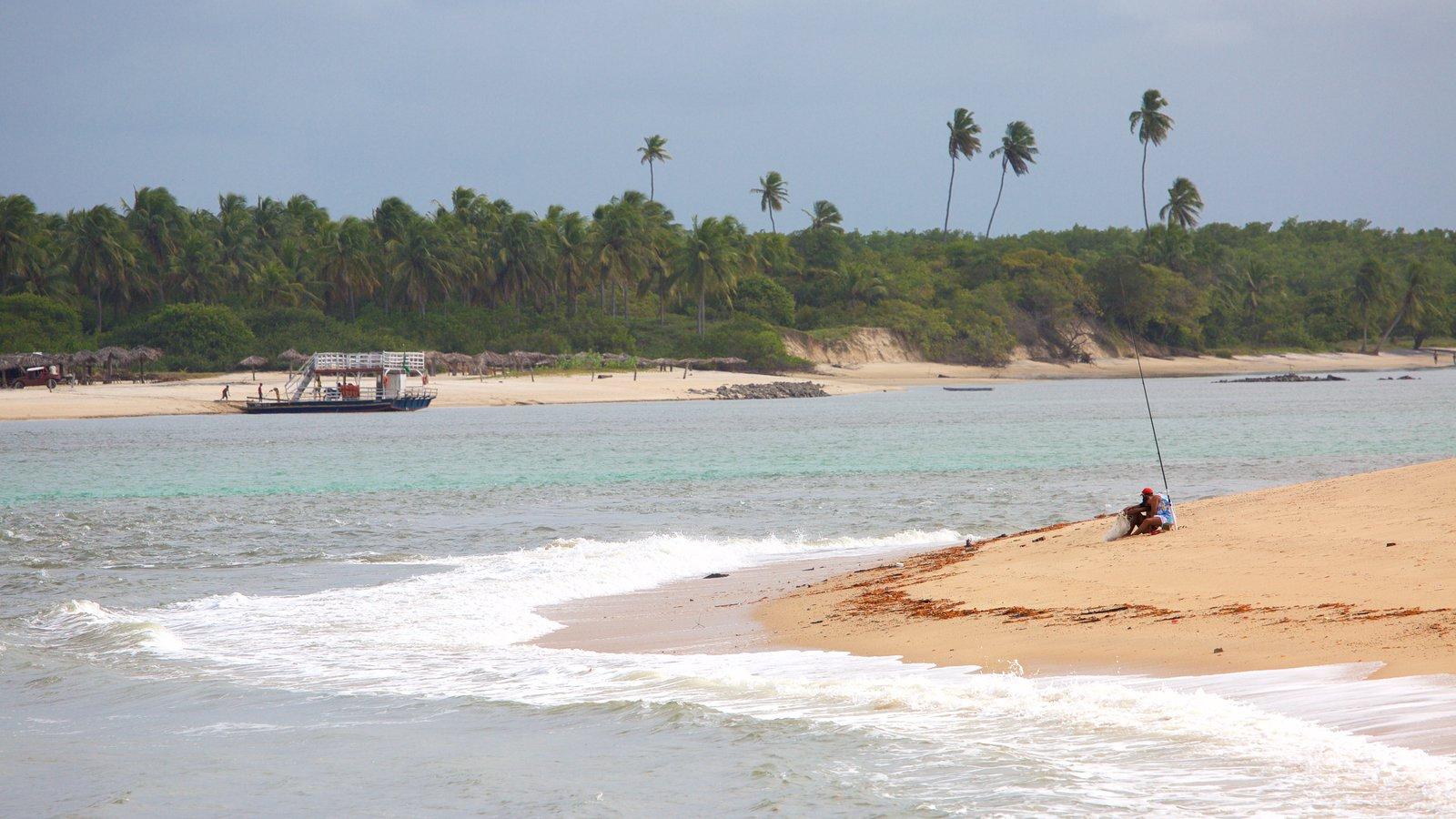 Barra do Cunhaú que inclui paisagens litorâneas, pesca e uma praia de areia