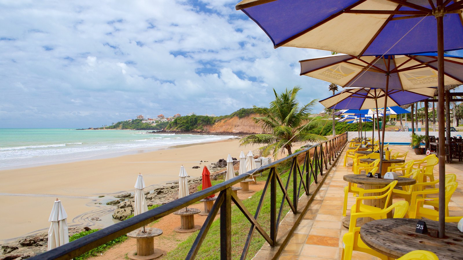 Praia de Cotovelo que inclui uma praia de areia e paisagens litorâneas