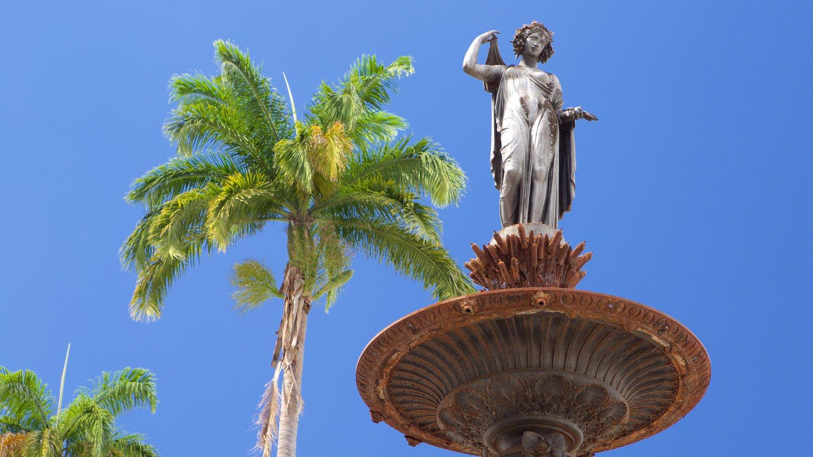 Terreiro de Jesus mostrando uma estátua ou escultura