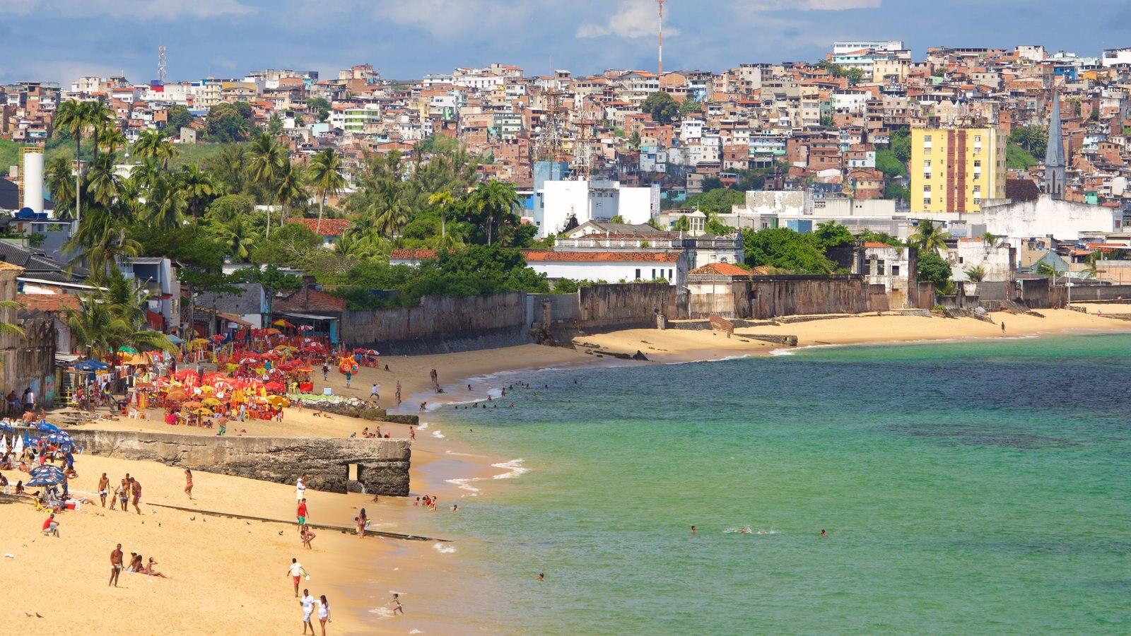 Salvador mostrando uma cidade litorânea, uma praia de areia e paisagens litorâneas