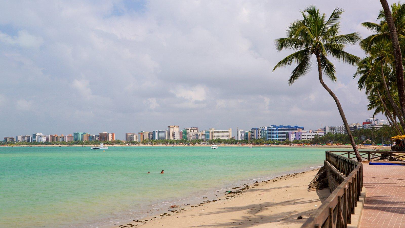 Praia de Ponta Verde mostrando paisagens litorâneas, uma praia e uma cidade litorânea