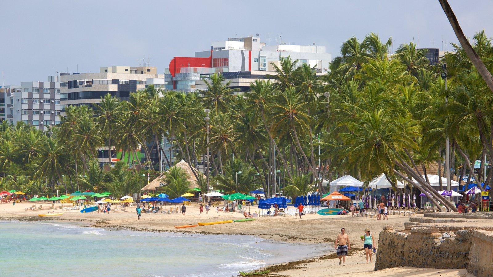 Praia de Ponta Verde que inclui paisagens litorâneas, uma praia de areia e uma cidade litorânea