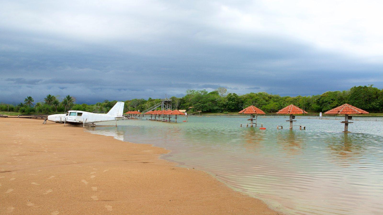 Praia da Figueira caracterizando paisagens litorâneas, uma praia e aeronave