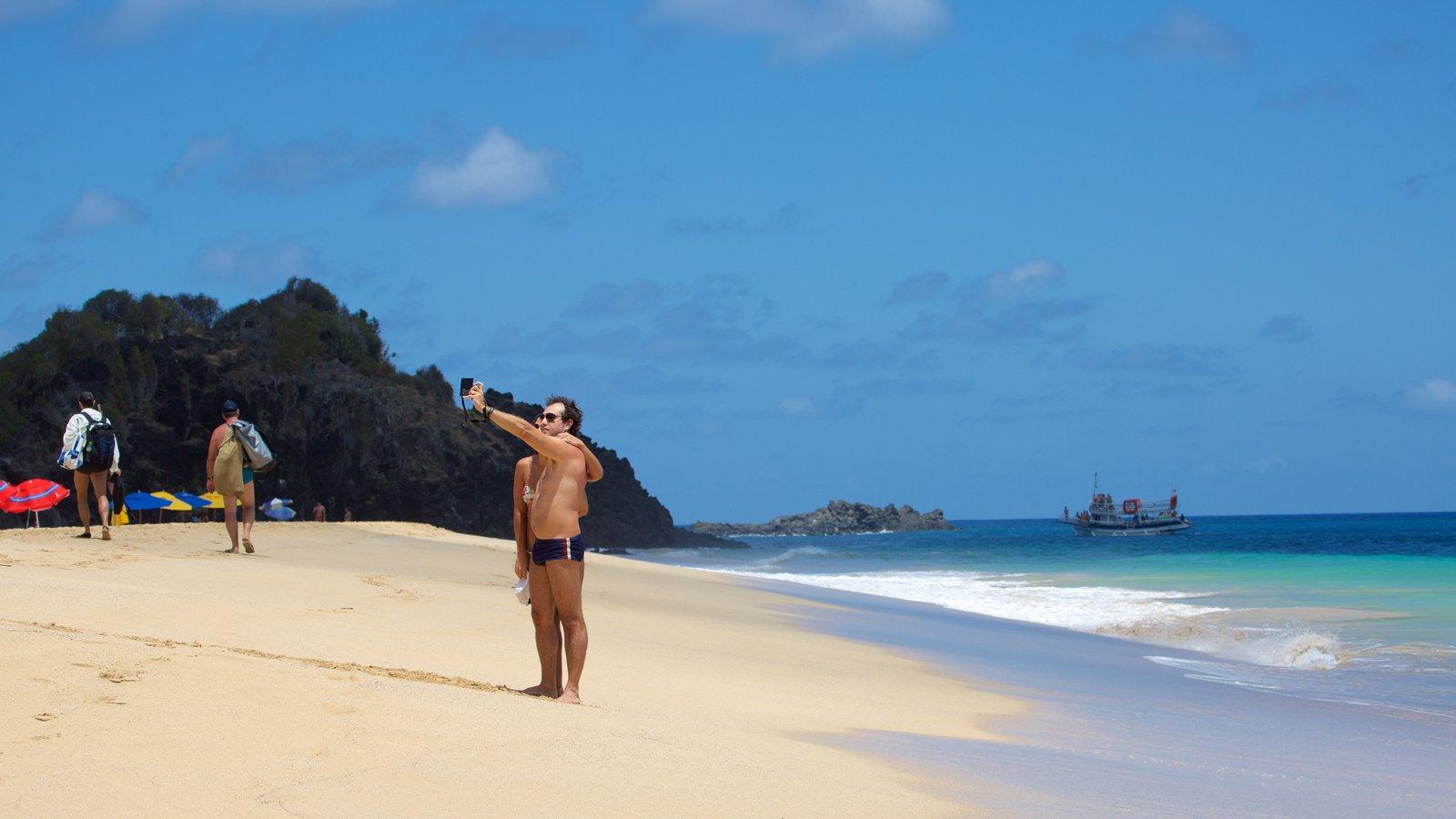 Praia Cacimba do Padre que inclui paisagens litorâneas e uma praia assim como um casal