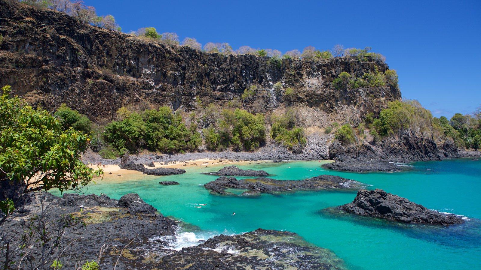 Baía dos Porcos caracterizando litoral rochoso e paisagens litorâneas
