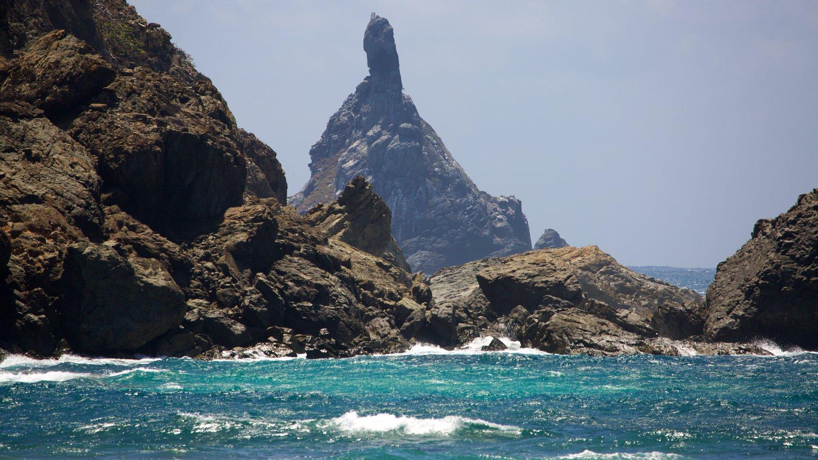 Fernando de Noronha que inclui paisagens litorâneas e litoral rochoso