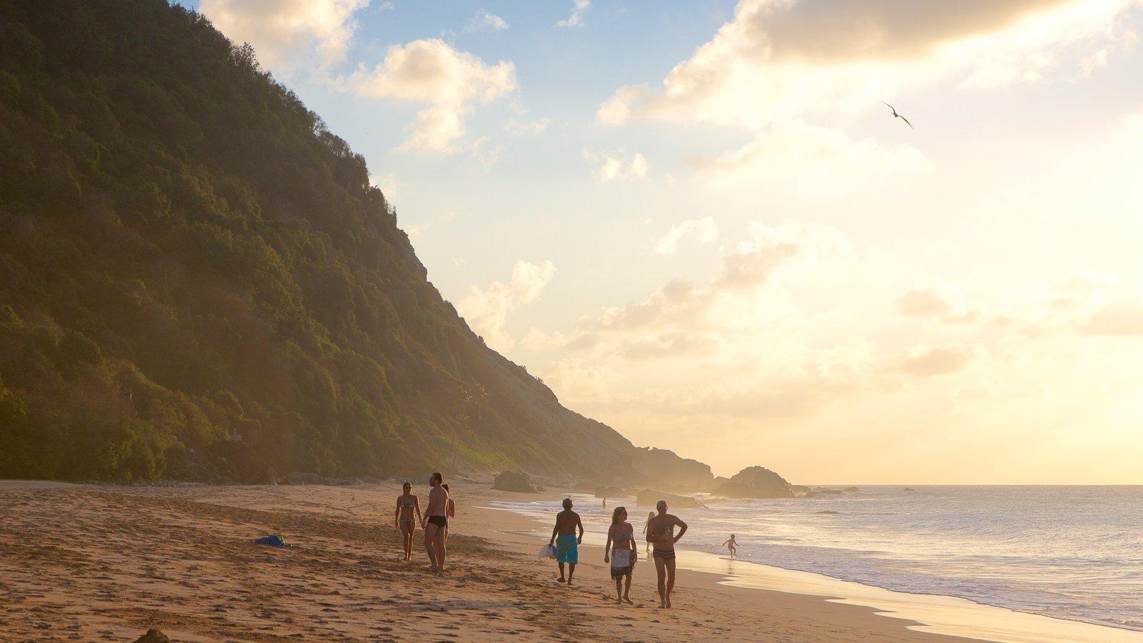 Praia da Conceição que inclui uma praia, paisagens litorâneas e um pôr do sol