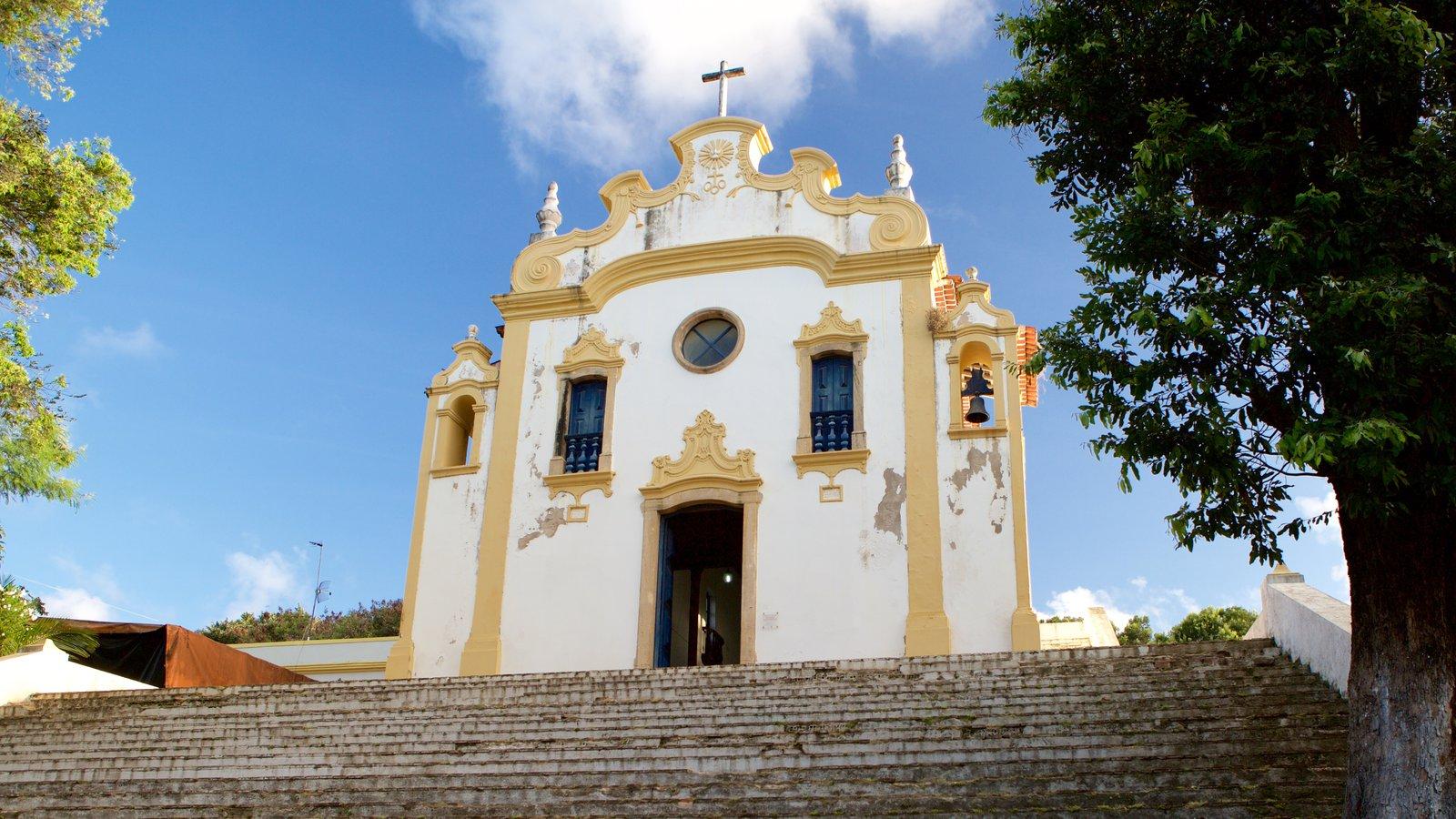 Fernando de Noronha caracterizando aspectos religiosos e uma igreja ou catedral