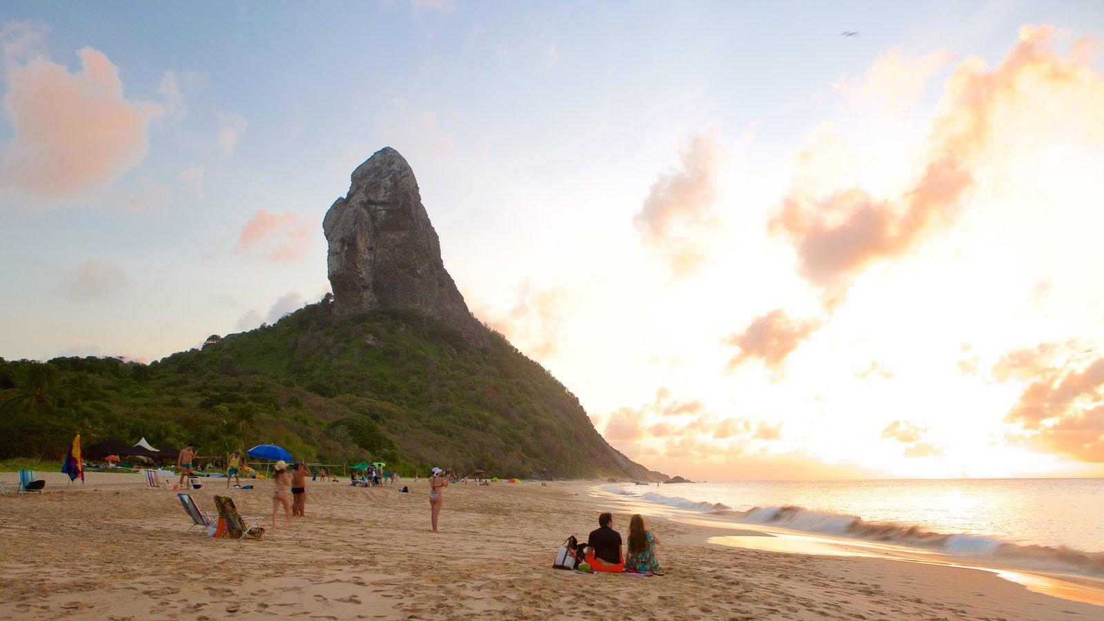 Praia da Conceição que inclui um pôr do sol, uma praia e paisagens litorâneas