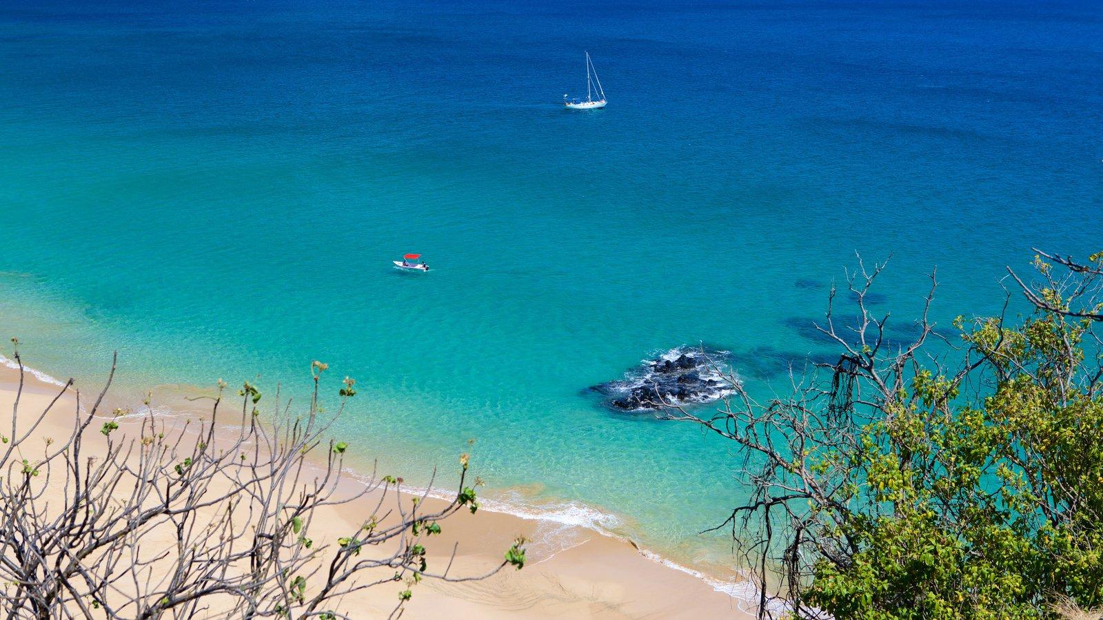 Fernando de Noronha caracterizando vela, paisagens litorâneas e uma praia