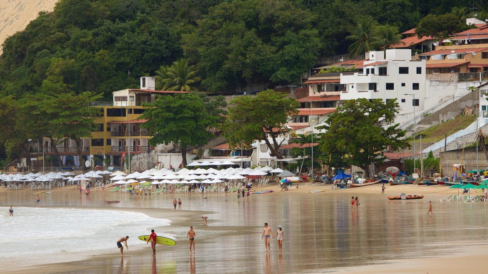 Praia de Ponta Negra que inclui uma praia, uma cidade litorânea e paisagens litorâneas