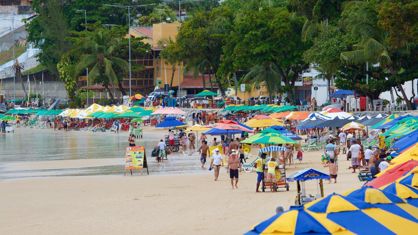 Praia de Ponta Negra que inclui paisagens litorâneas, uma cidade litorânea e uma praia