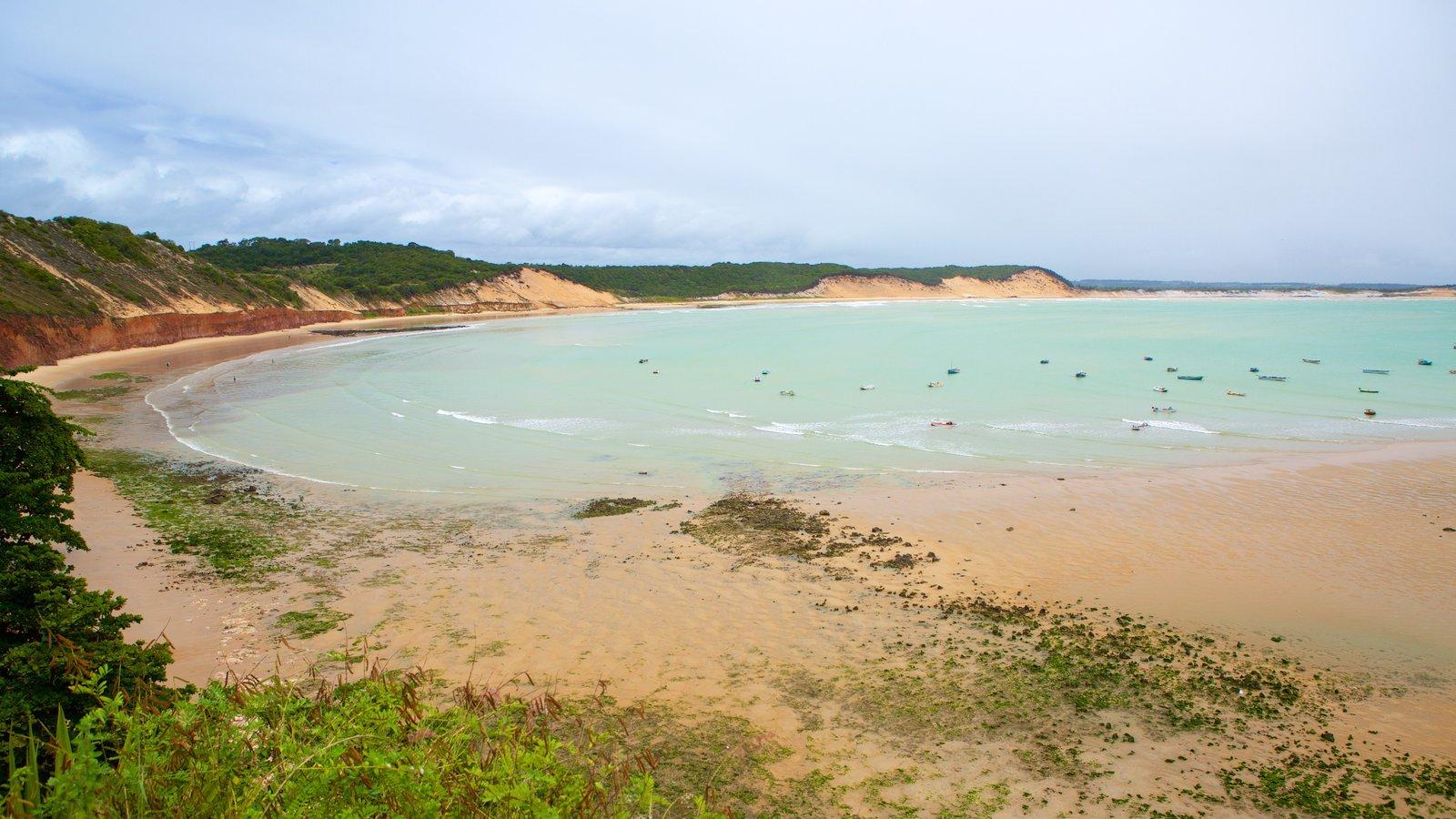 Baía Formosa que inclui uma baía ou porto, uma praia de areia e paisagens litorâneas