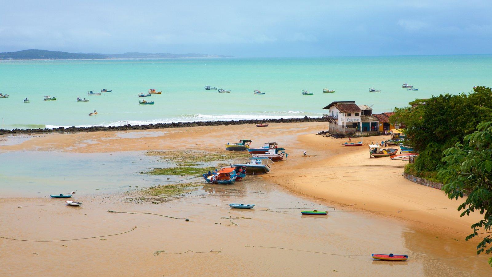Baía Formosa que inclui paisagens litorâneas, uma praia e uma cidade litorânea