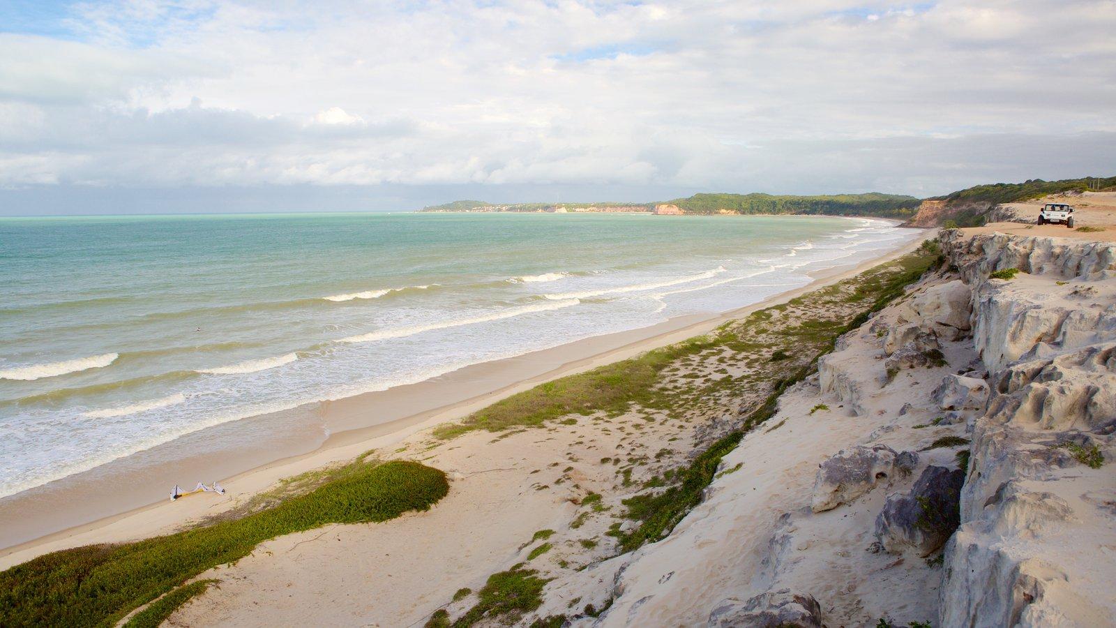 Pipa que inclui uma praia e paisagens litorâneas