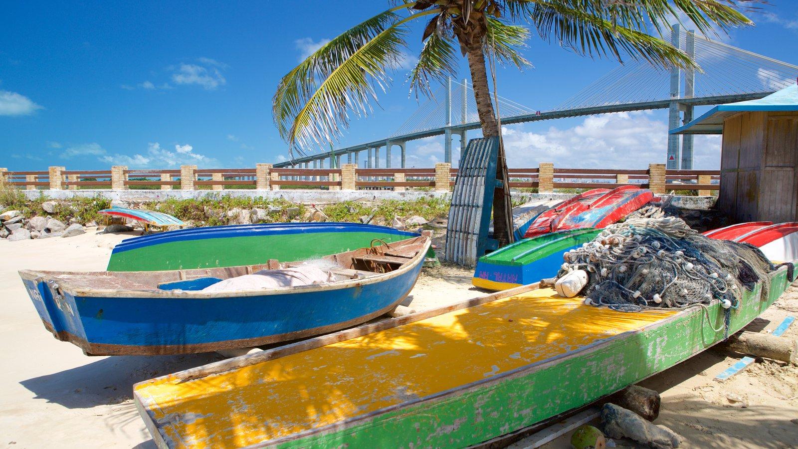 Praia da Redinha que inclui paisagens litorâneas, uma praia e caiaque ou canoagem