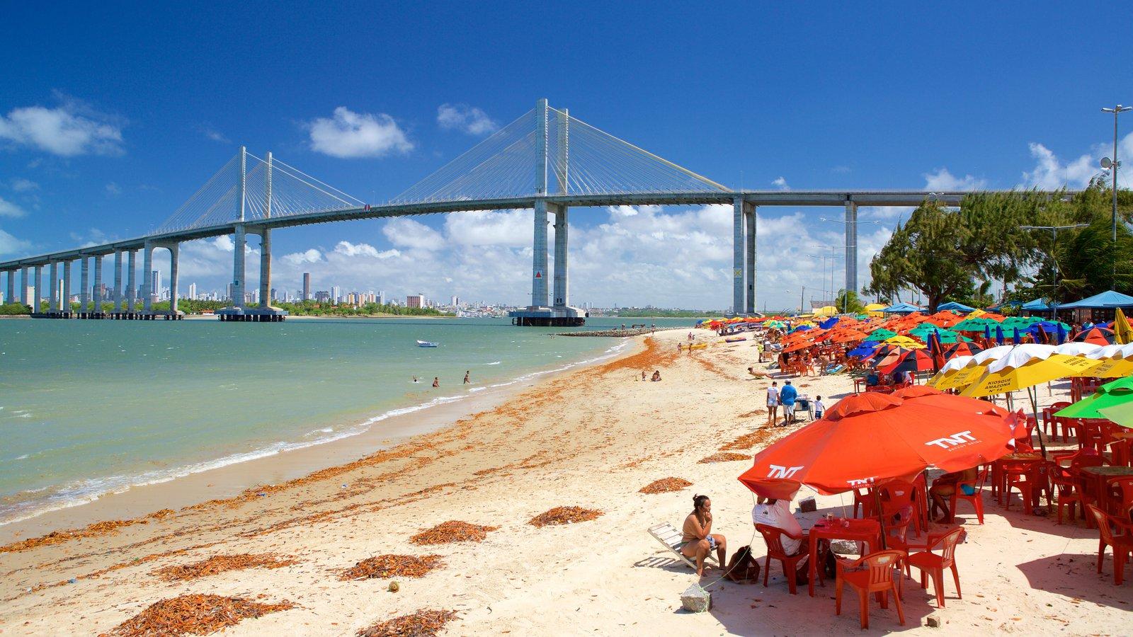 Praia da Redinha mostrando paisagens litorâneas, uma ponte e uma baía ou porto