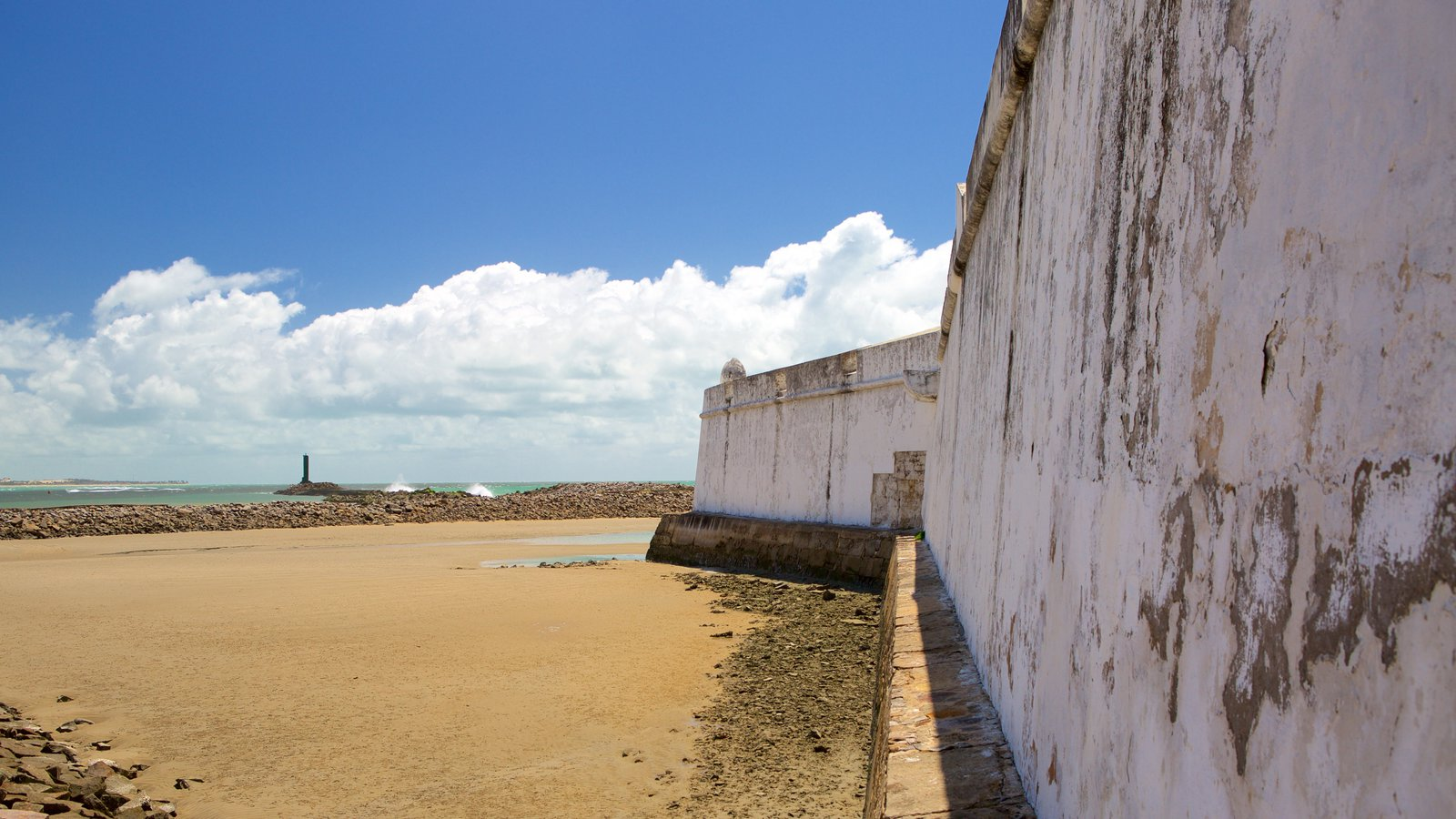 Fort of the Three Kings showing general coastal views, heritage elements and a sandy beach