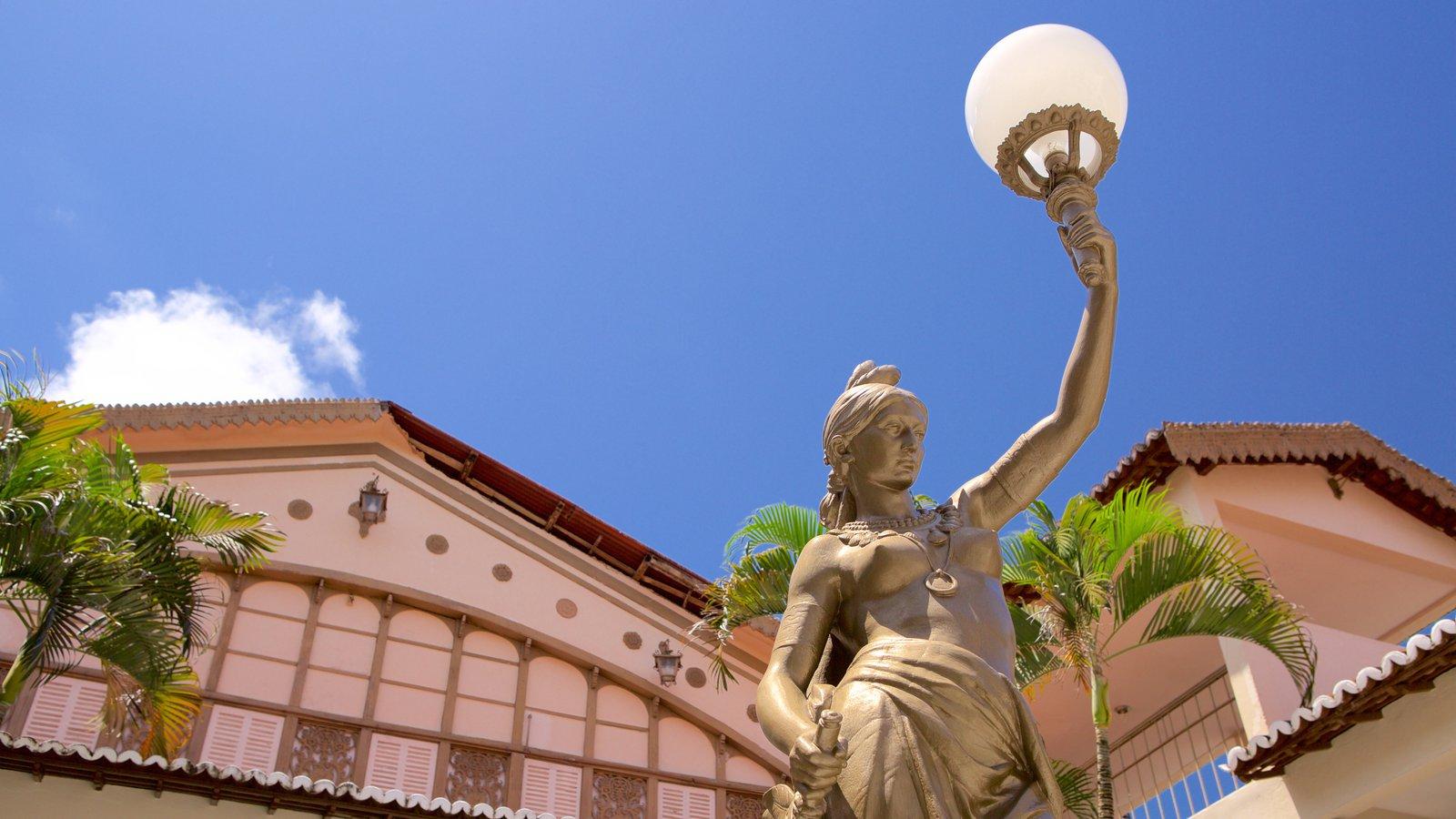 Teatro Alberto Maranhão caracterizando uma estátua ou escultura