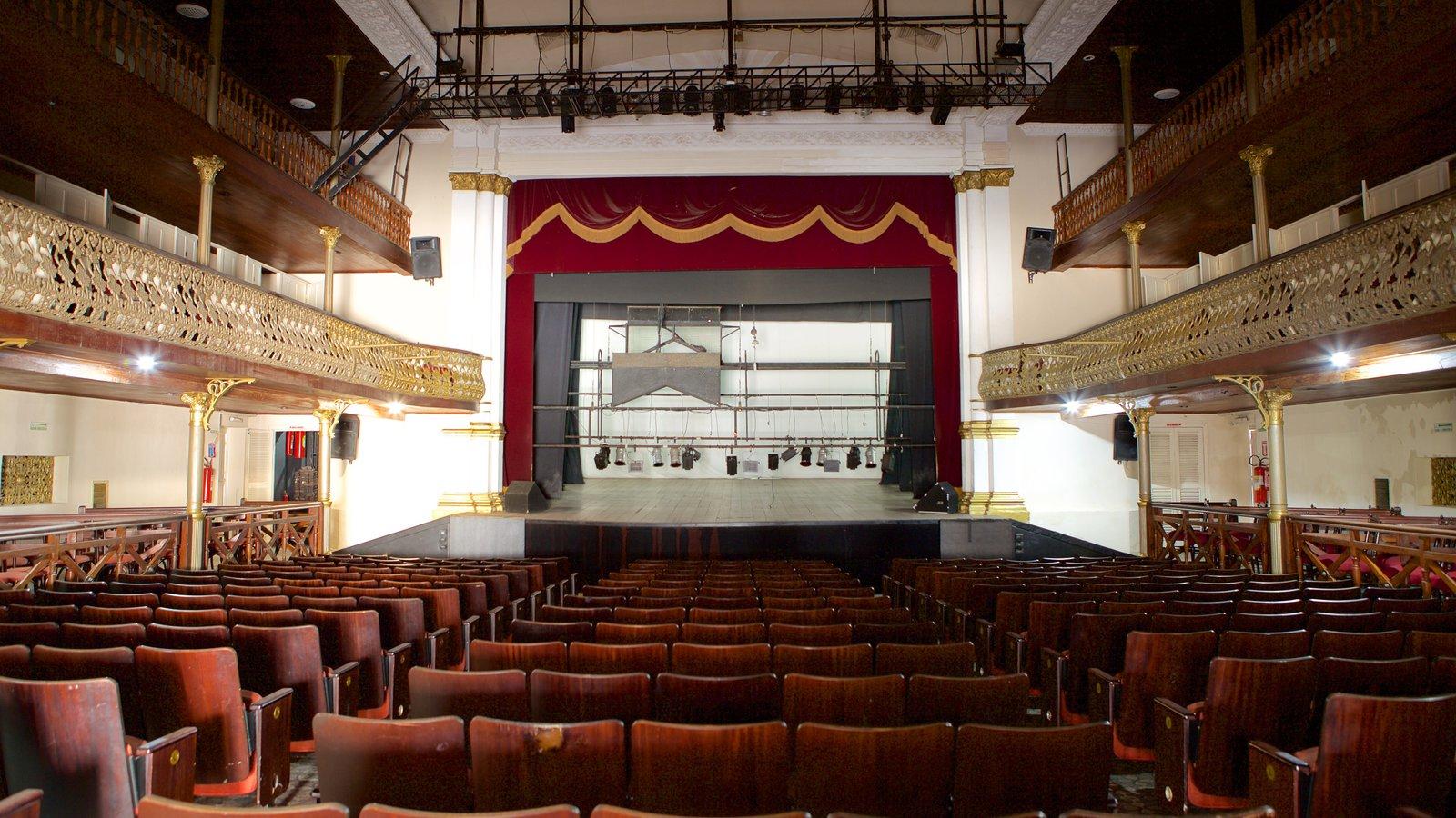Teatro Alberto Maranhão que inclui cenas de teatro, elementos de patrimônio e vistas internas