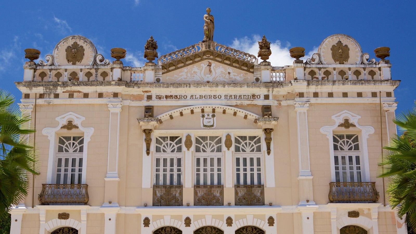 Teatro Alberto Maranhão mostrando elementos de patrimônio e cenas de teatro
