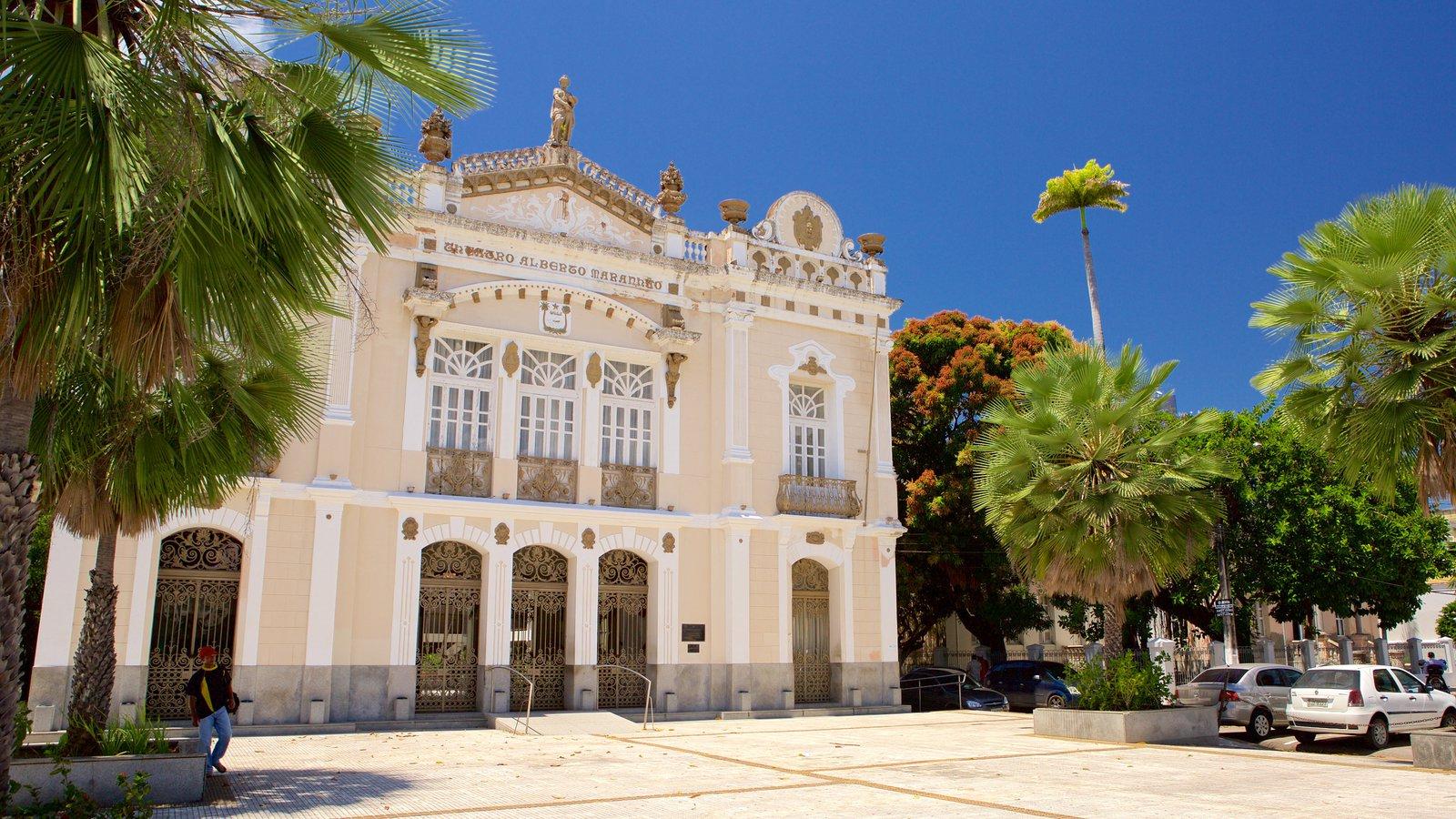 Teatro Alberto Maranhão caracterizando cenas de teatro e elementos de patrimônio