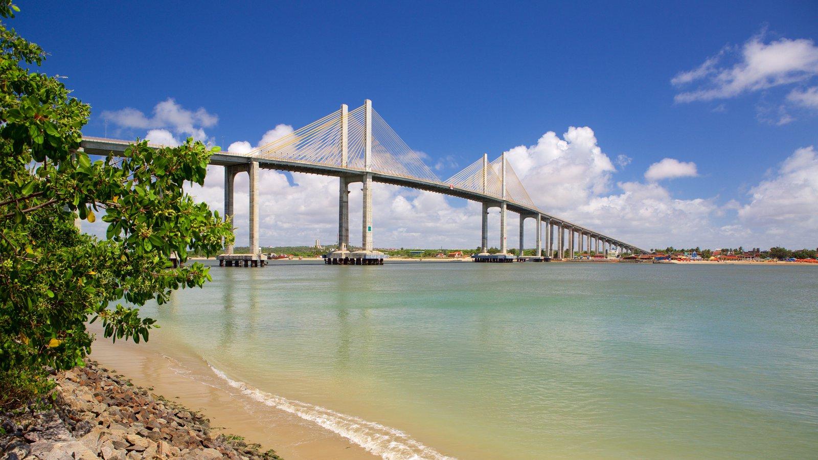 Ponte Newton Navarro que inclui uma ponte, paisagens litorâneas e uma baía ou porto