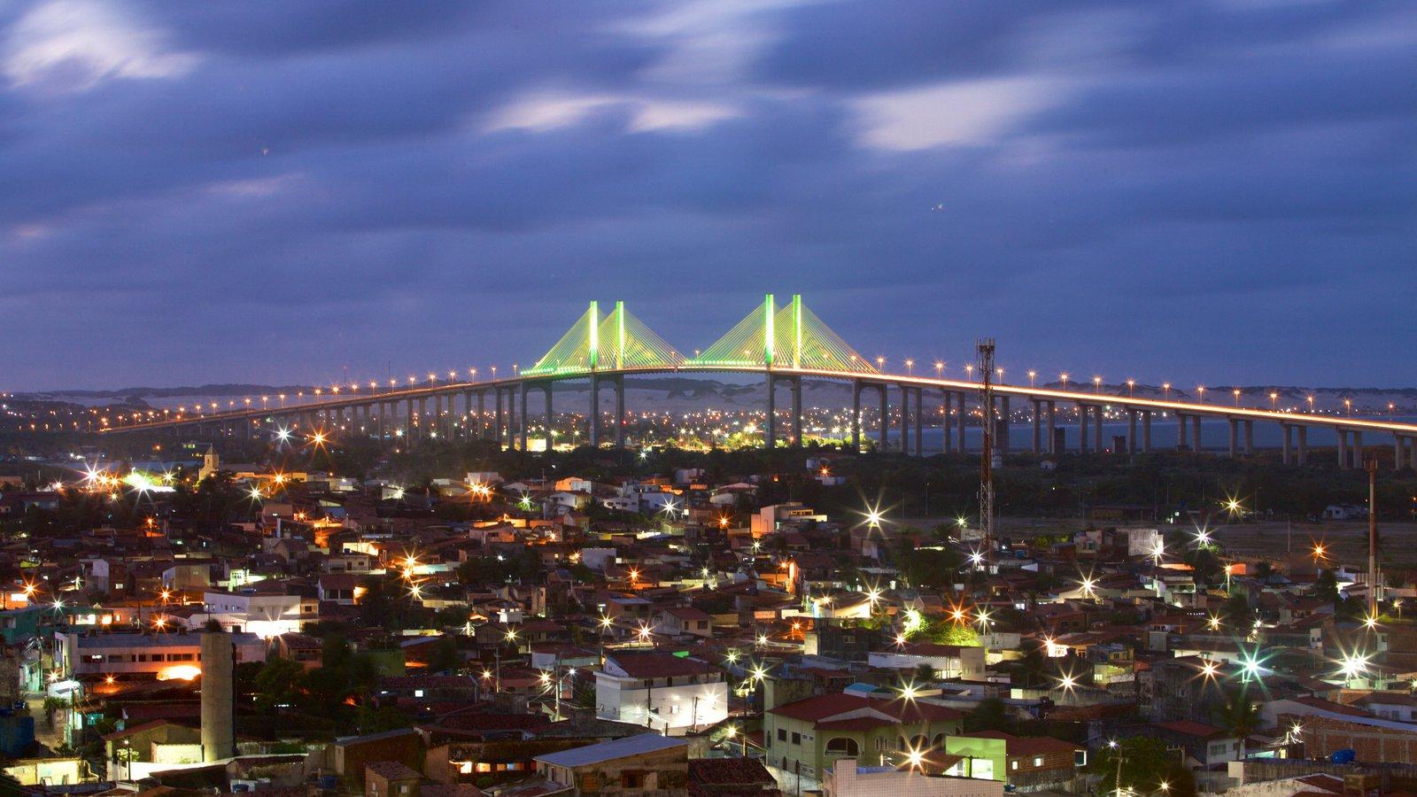 Ponte Newton Navarro que inclui uma ponte e cenas noturnas