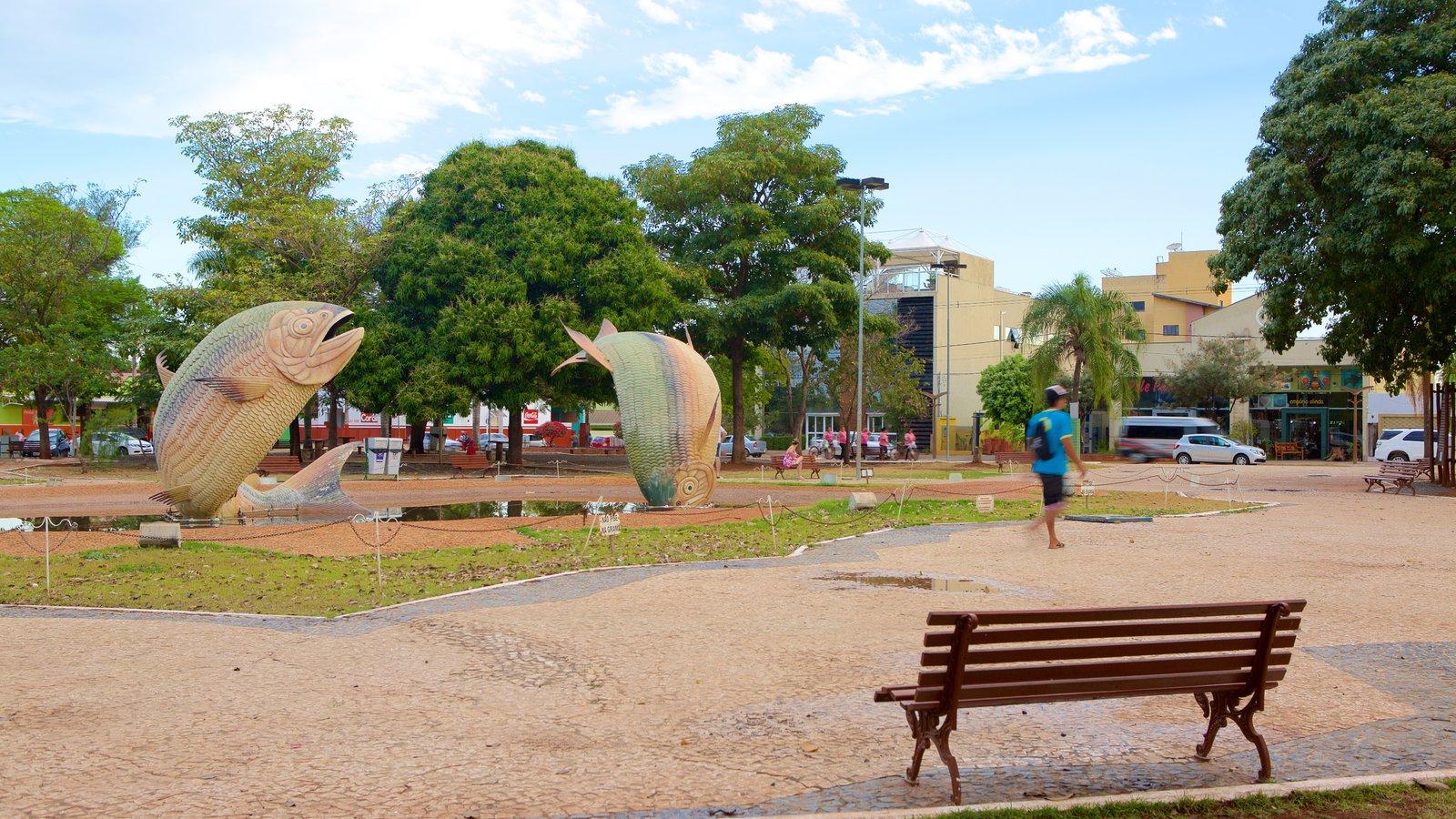 Praça Pública mostrando um parque e uma estátua ou escultura