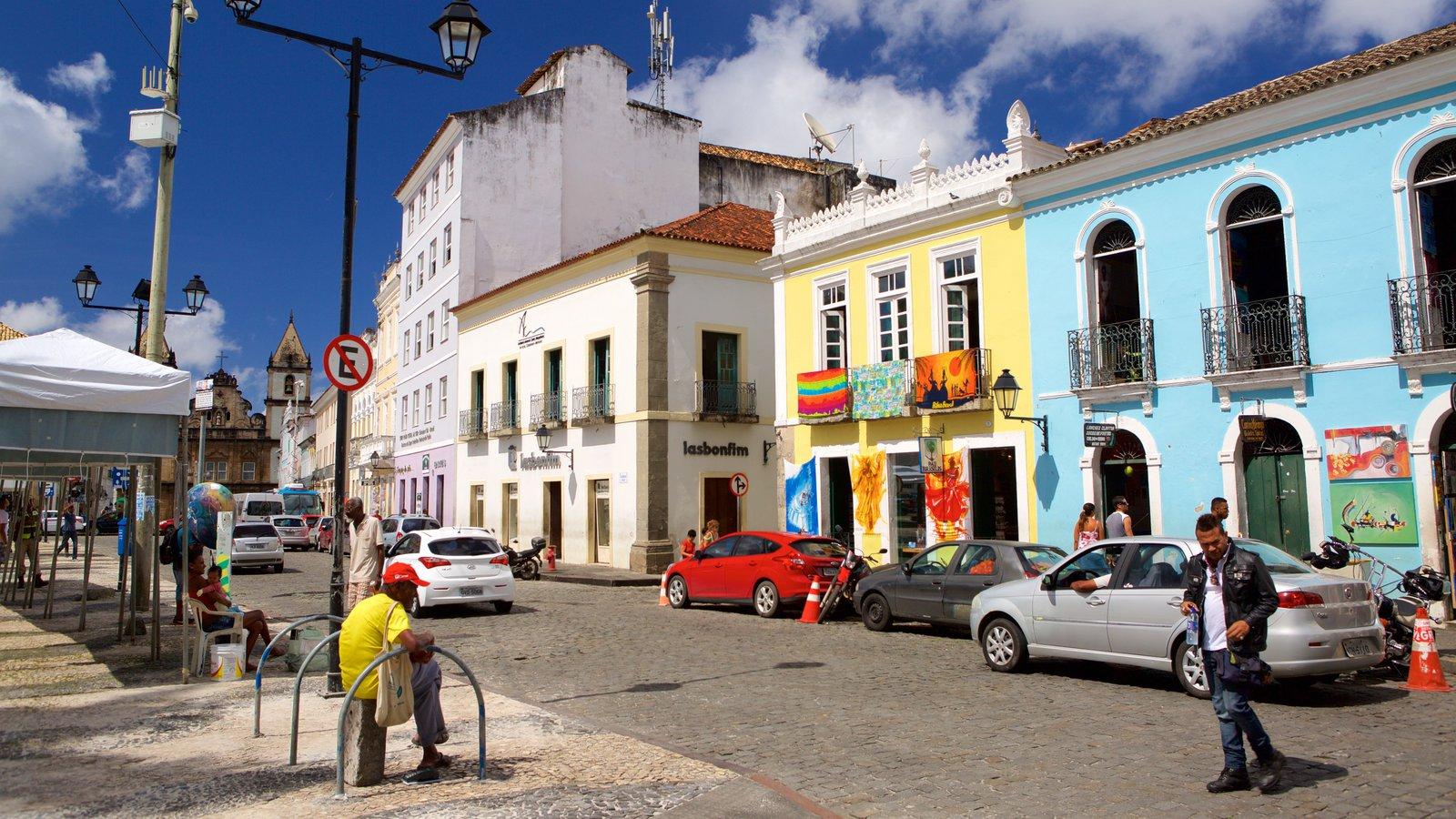 Terreiro de Jesus mostrando cenas de rua