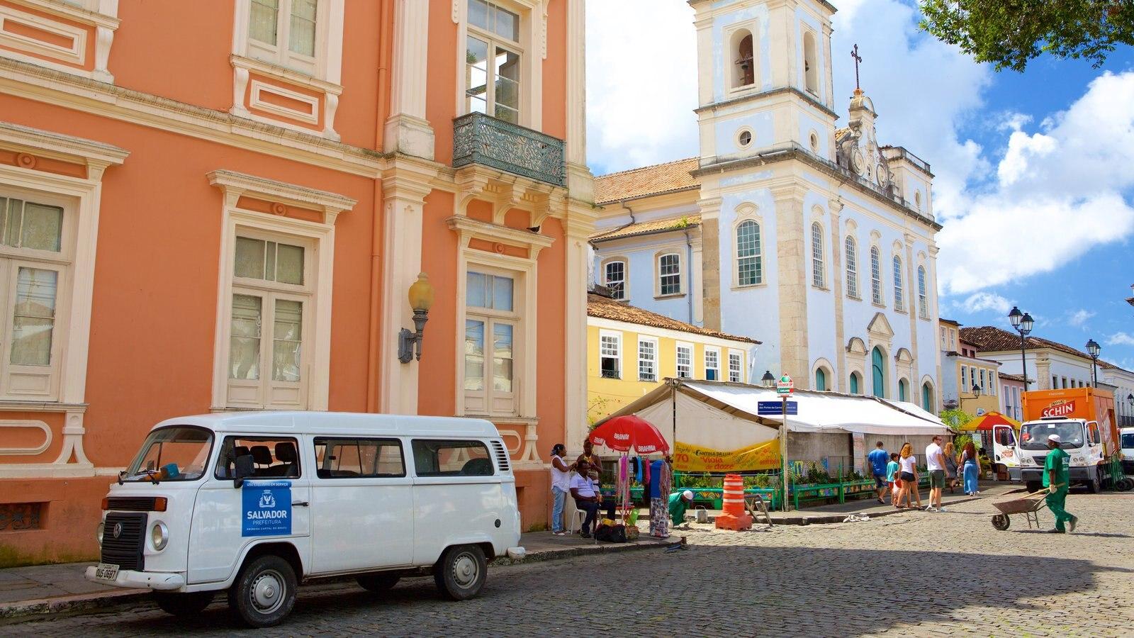 Terreiro de Jesus mostrando uma praça ou plaza e cenas de rua