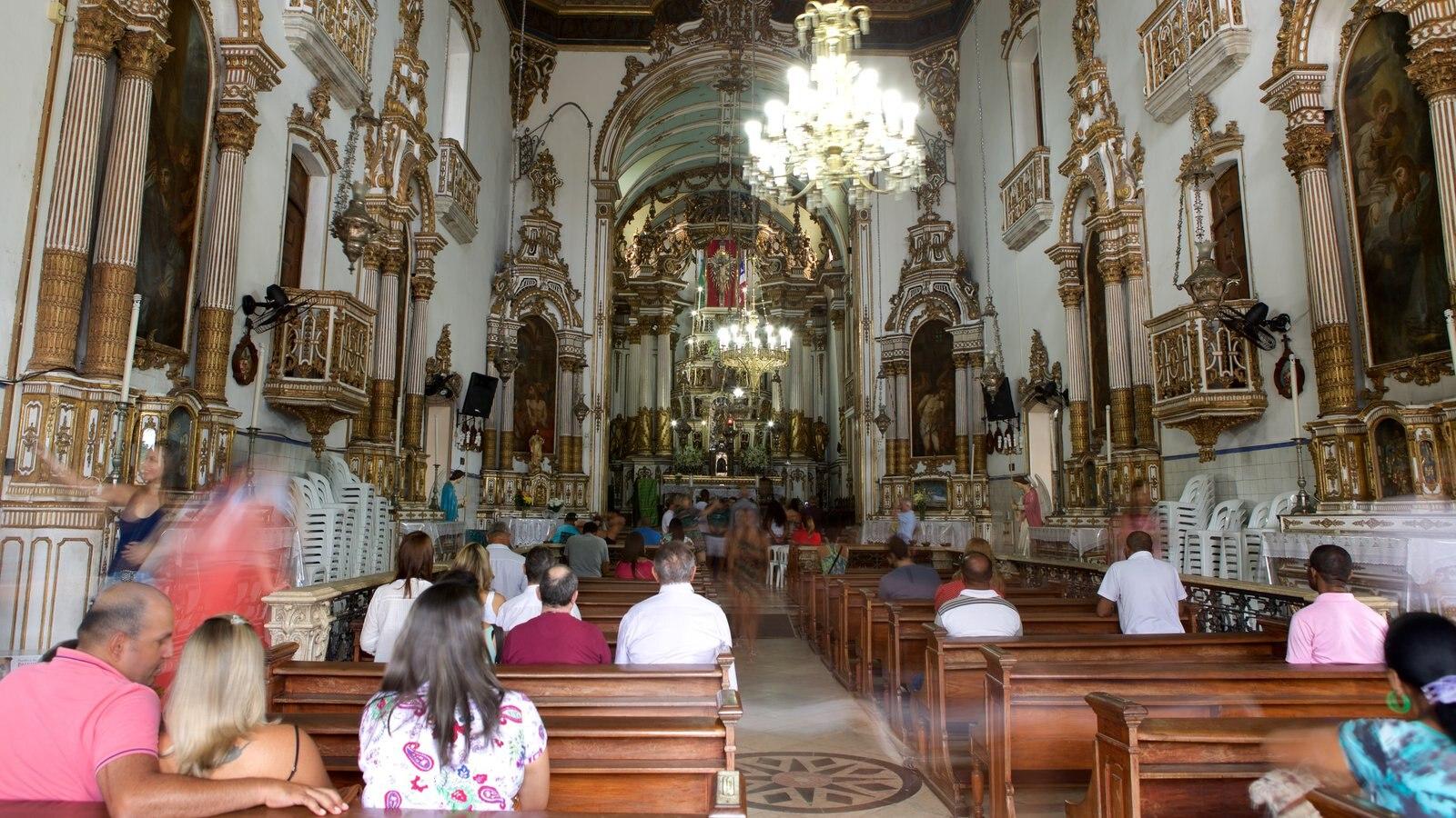 Igreja do Nosso Senhor do Bonfim caracterizando uma igreja ou catedral, vistas internas e elementos religiosos