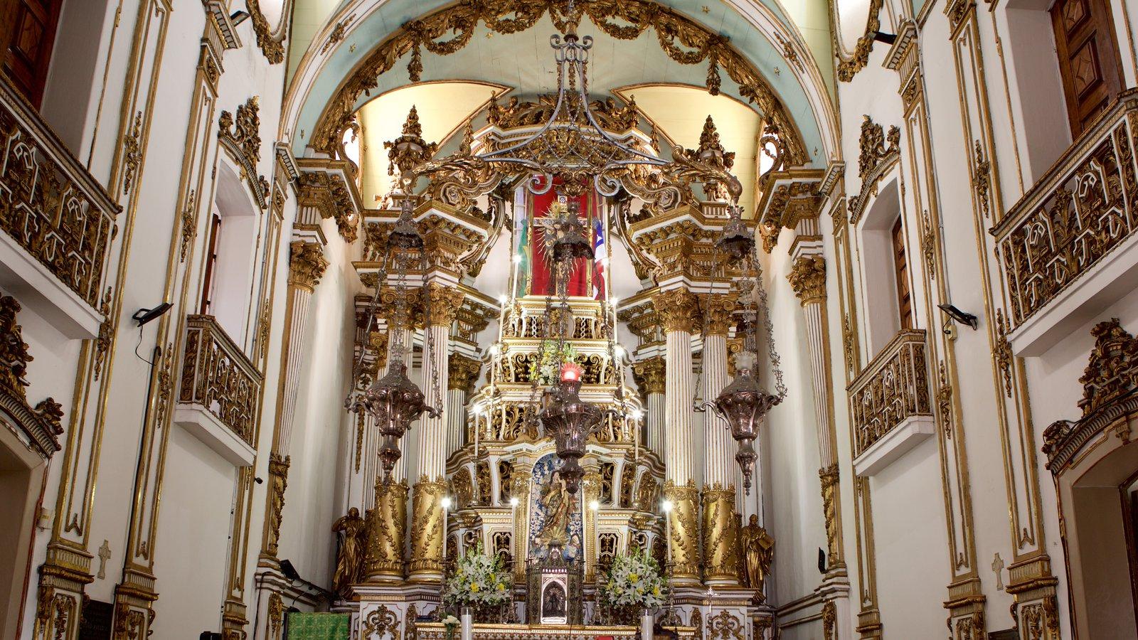 Igreja do Nosso Senhor do Bonfim que inclui vistas internas, uma igreja ou catedral e aspectos religiosos