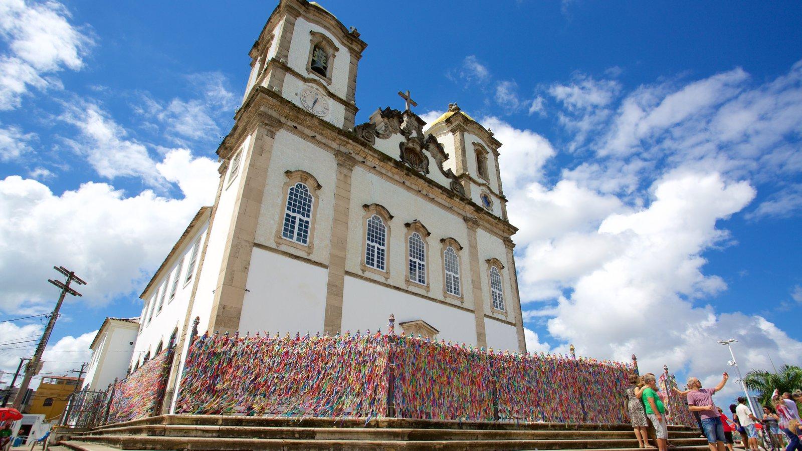 Igreja do Nosso Senhor do Bonfim caracterizando aspectos religiosos e uma igreja ou catedral