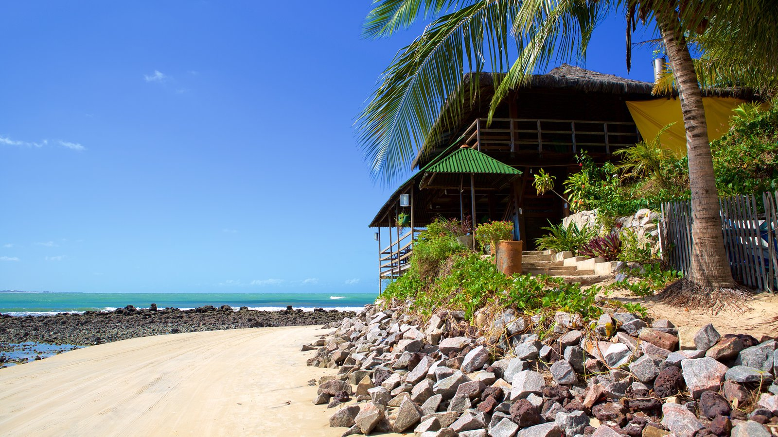 Praia de Genipabú mostrando paisagens litorâneas