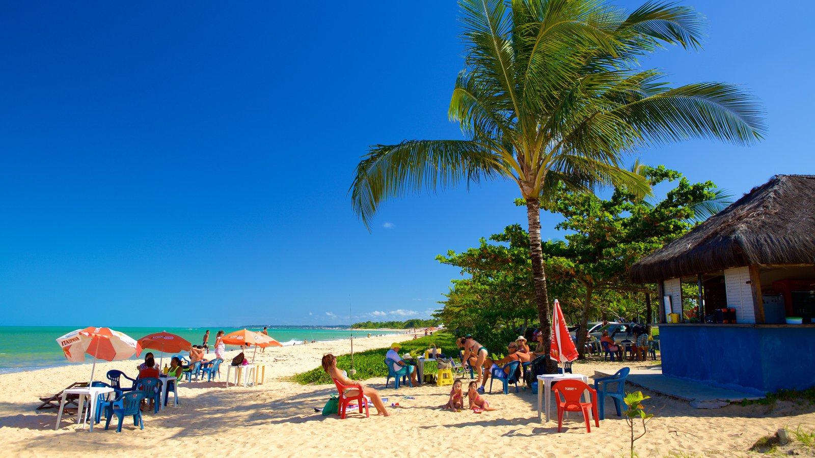 Praia de Taperapuã mostrando paisagens litorâneas e uma praia assim como um pequeno grupo de pessoas