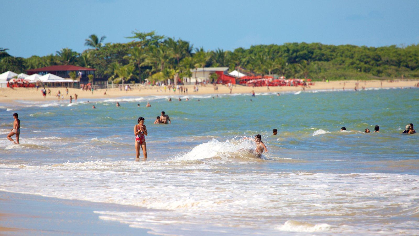 Praia de Taperapuã caracterizando ondas, paisagens litorâneas e uma praia