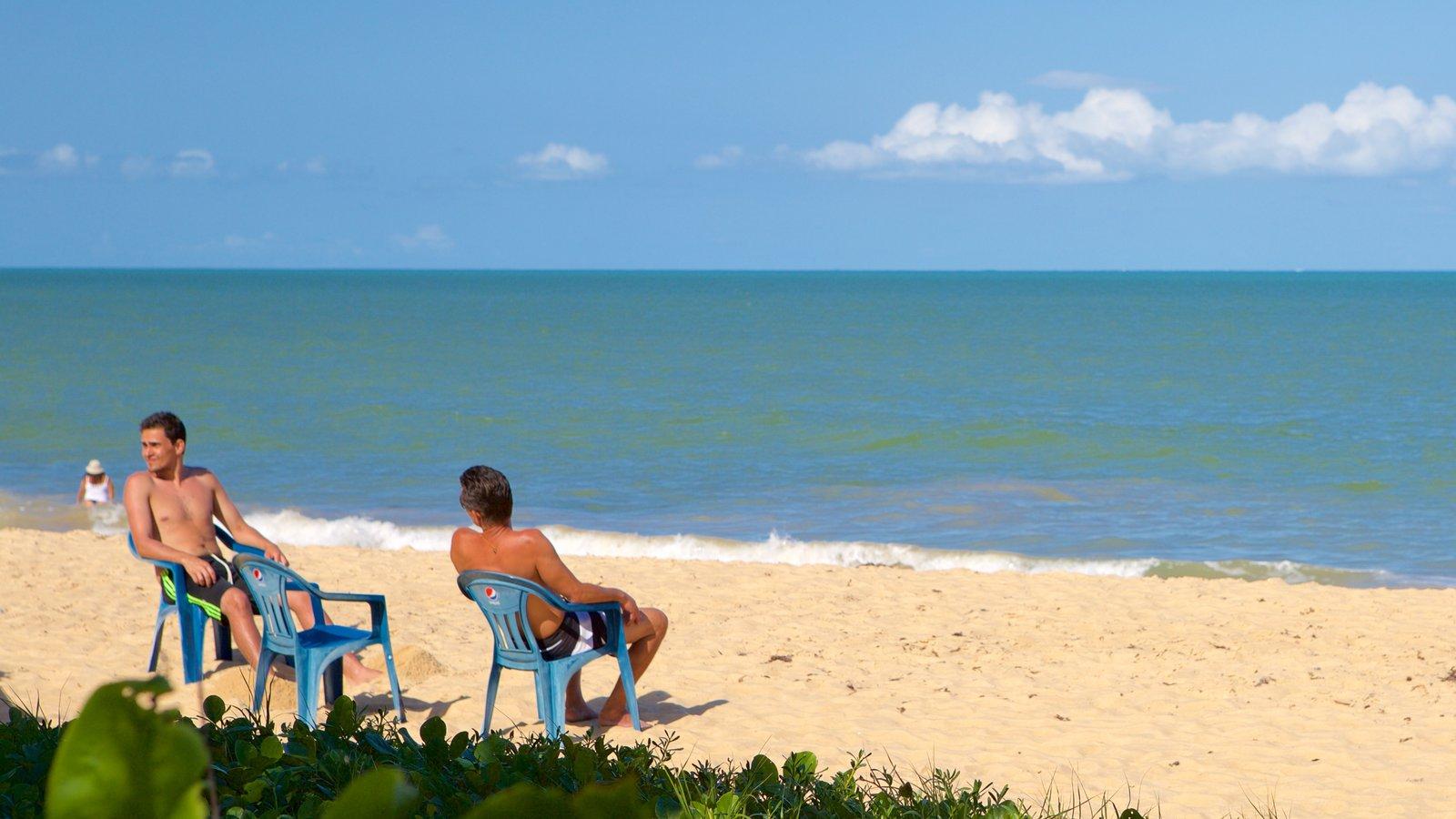 Praia de Taperapuã mostrando paisagens litorâneas, uma praia e ondas