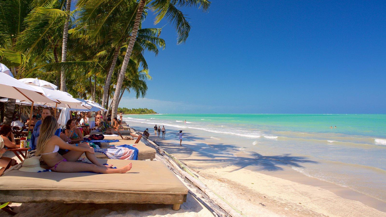 Praia de Ipioca caracterizando paisagens litorâneas, um hotel de luxo ou resort e uma praia