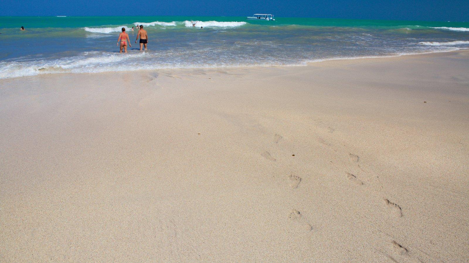 Praia de Ipioca que inclui natação, surfe e uma praia