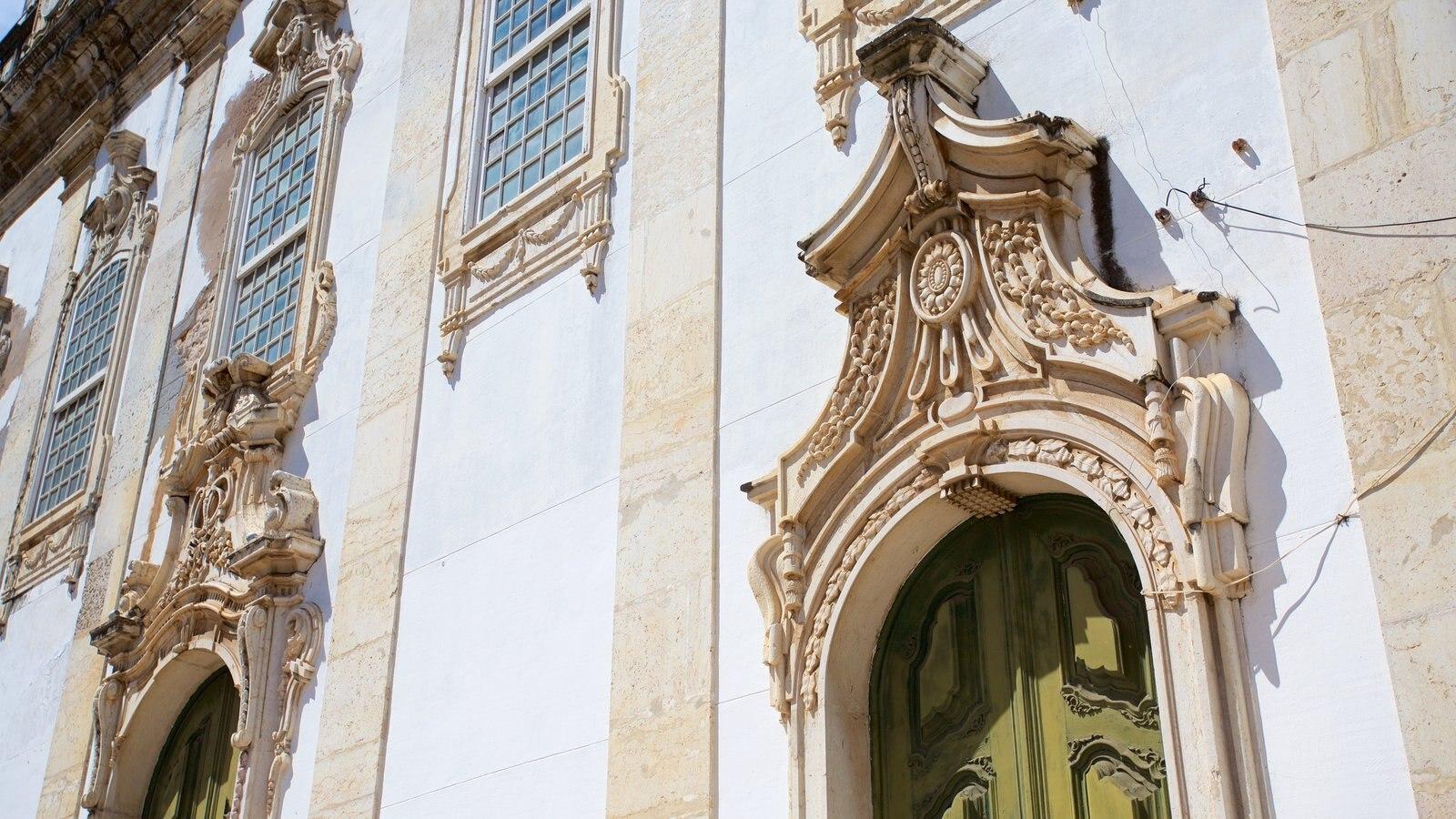 Igreja e Convento de São Francisco de Salvador mostrando uma igreja ou catedral, elementos de patrimônio e aspectos religiosos
