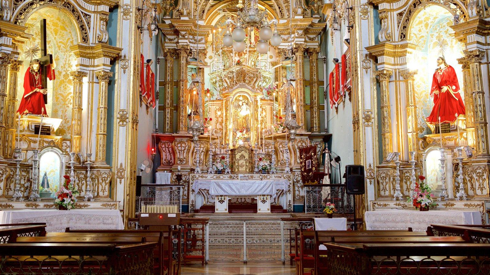 Igreja e Convento de São Francisco de Salvador caracterizando elementos religiosos, vistas internas e uma igreja ou catedral