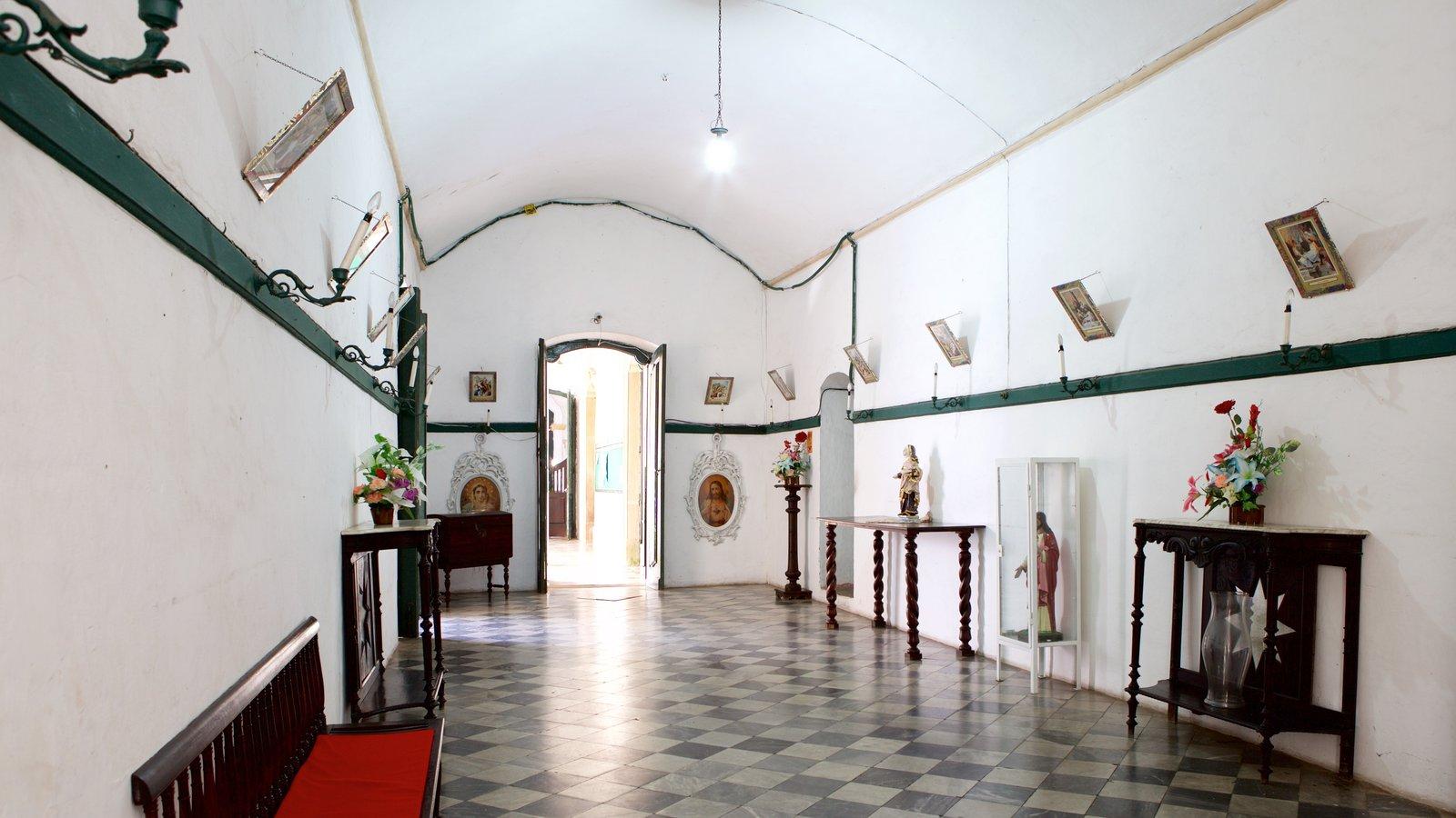 Igreja e Convento de São Francisco de Salvador mostrando vistas internas, uma igreja ou catedral e elementos religiosos