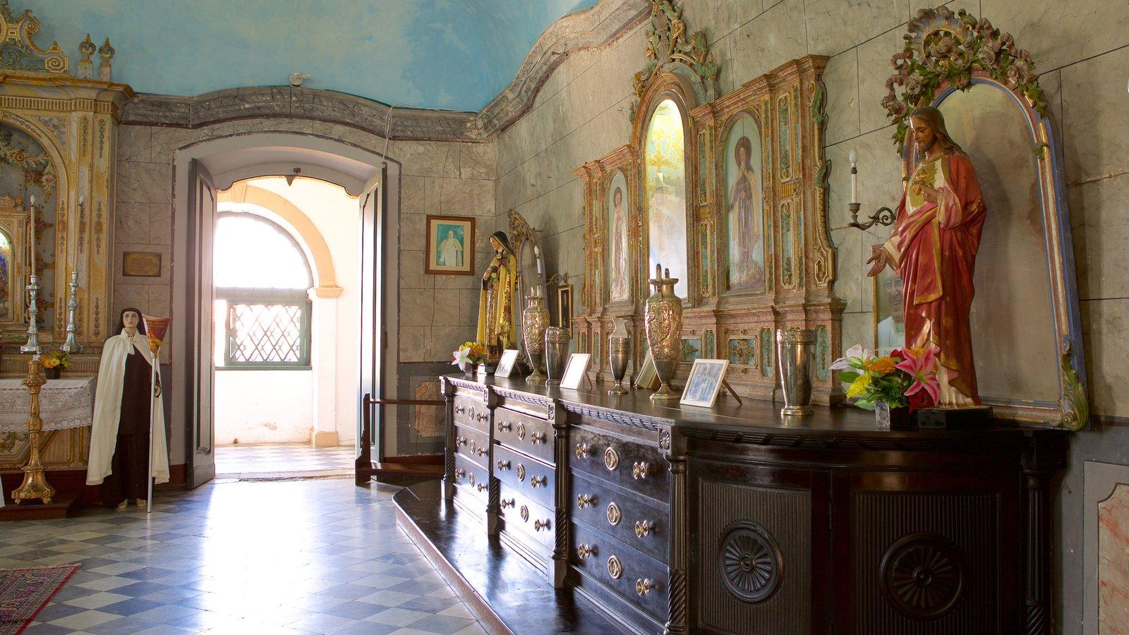 Igreja e Convento de São Francisco de Salvador caracterizando uma igreja ou catedral, elementos religiosos e vistas internas