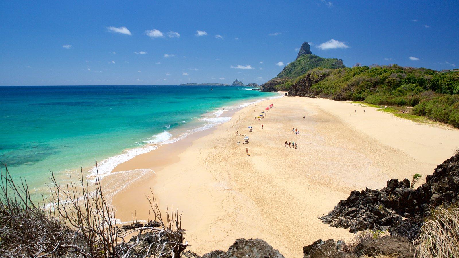 Praia Cacimba do Padre que inclui paisagens litorâneas, uma praia de areia e montanhas