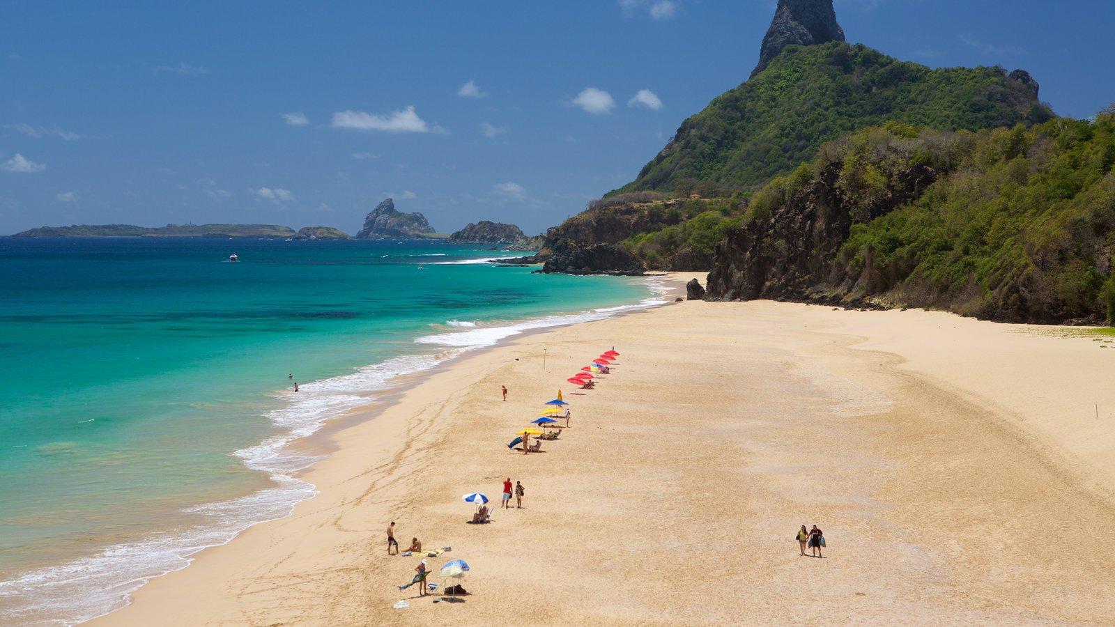 Praia Cacimba do Padre que inclui paisagens litorâneas, montanhas e uma praia