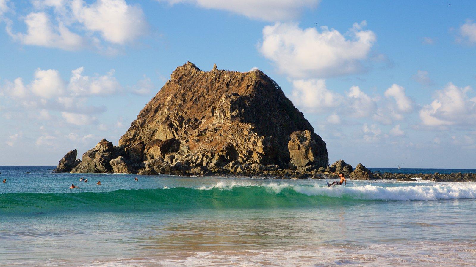 Praia da Conceição mostrando surfe e paisagens litorâneas