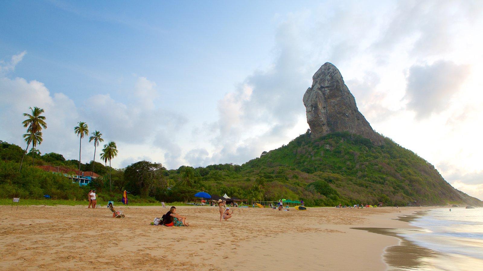 Praia da Conceição que inclui paisagens litorâneas, cenas tropicais e montanhas