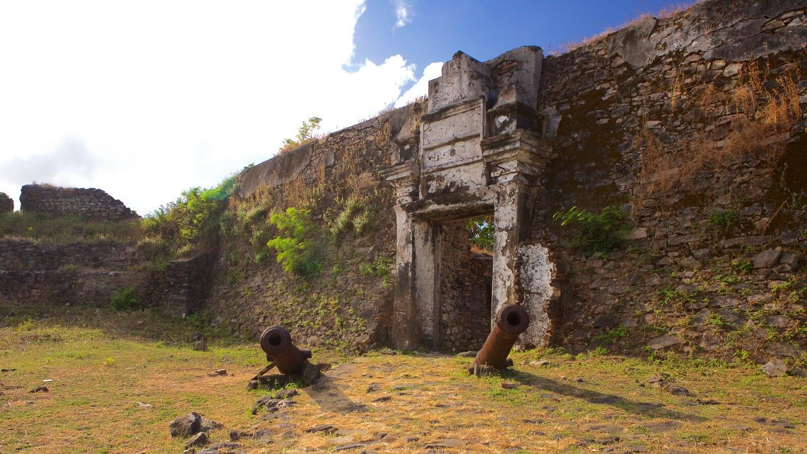 Forte dos Remédios caracterizando itens militares, elementos de patrimônio e ruínas de edifício